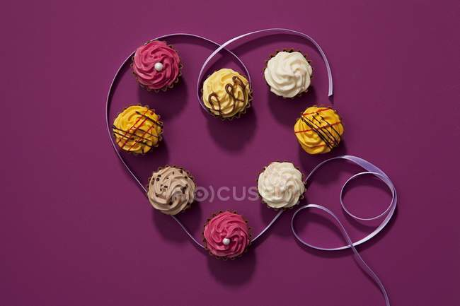 Cupcakes decorated for Valentines Day — Stock Photo