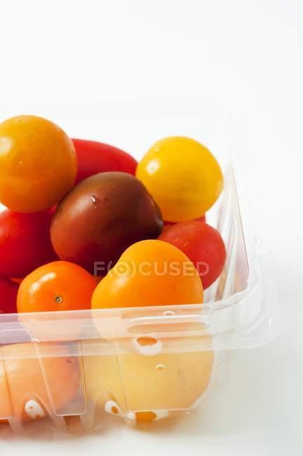 Tomates de colores varios - foto de stock
