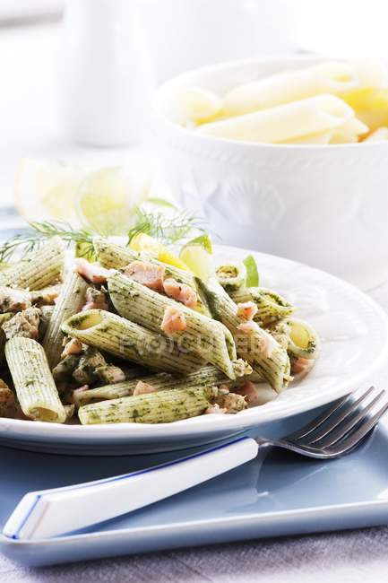 Pâtes Penne aux épinards — Photo de stock