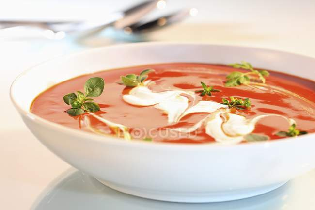Tomatensuppe mit Sahne — Stockfoto