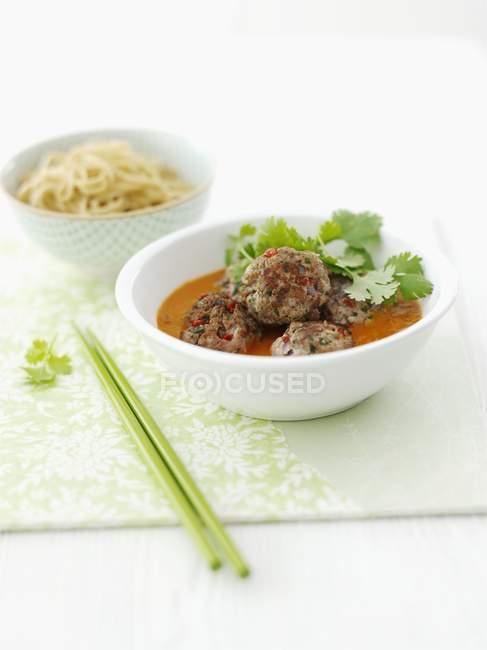 Boulettes de viande en sauce à la coriandre — Photo de stock