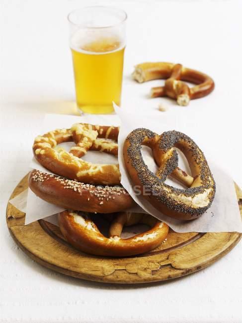 Pretzels de pan lejía varias - foto de stock