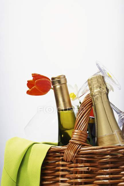 Bottle of champagne and a bottle of wine — Stock Photo