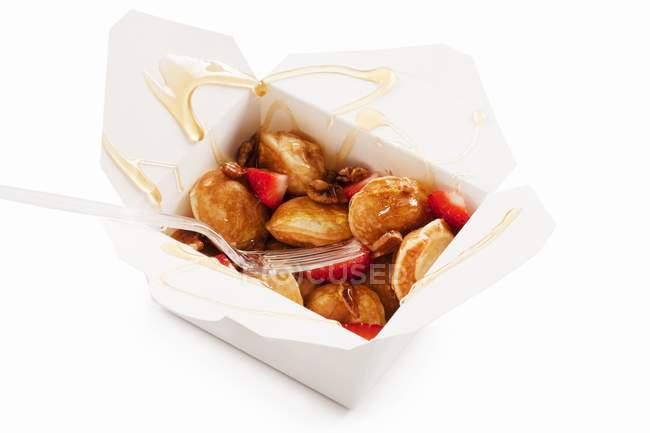 Mini Pancakes with Strawberries — Stock Photo