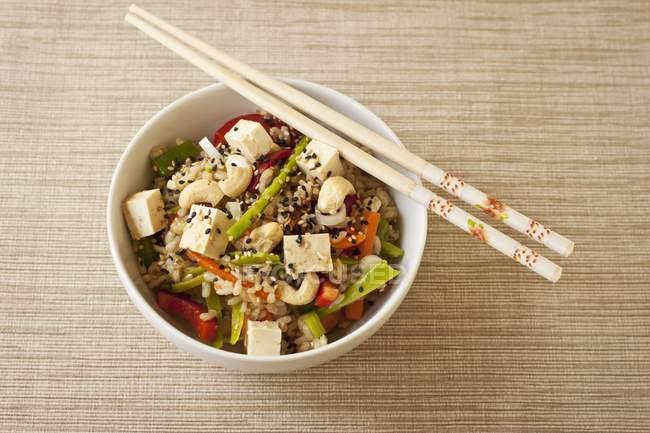Asiatischer Reis mit Gemüse — Stockfoto