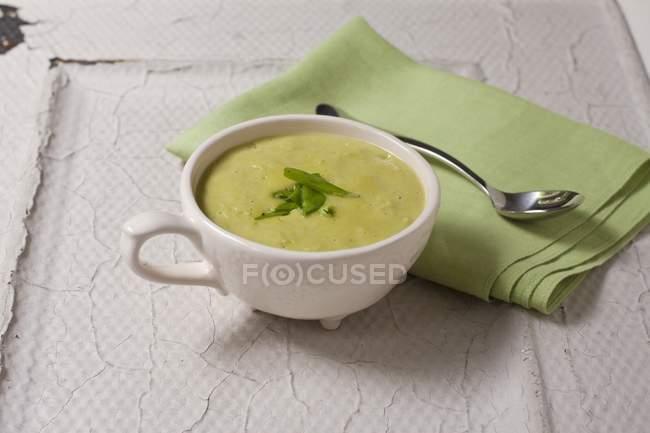 Ciotola di zuppa di piselli — Foto stock