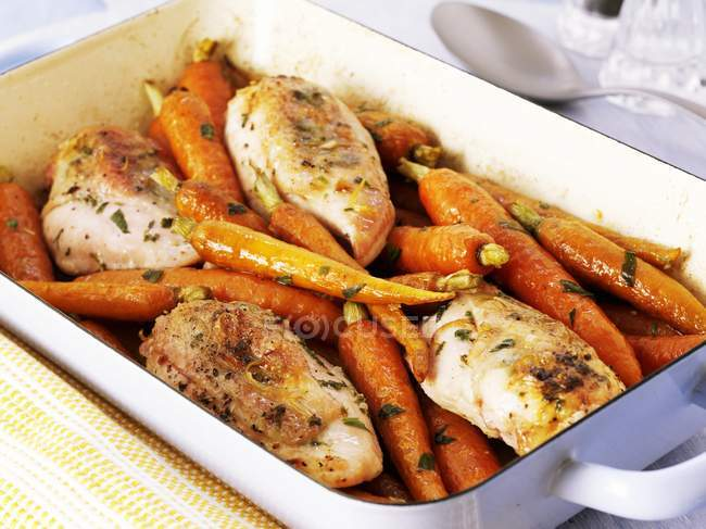 Oven-roasted chicken — Stock Photo