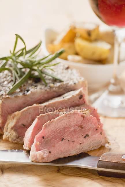 Bifteck de filet au romarin — Photo de stock
