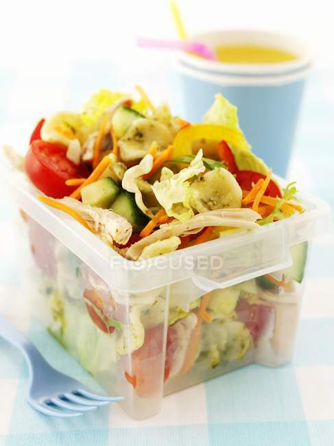 Pasta salad with chicken — Stock Photo