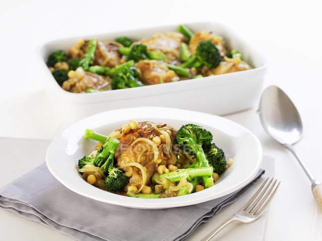 Chicken with broccoli — Stock Photo