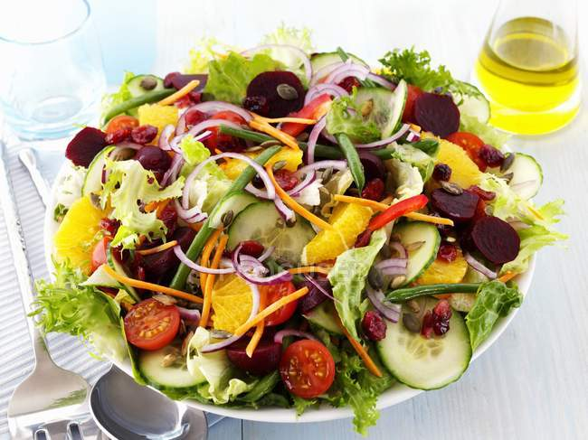 Closeup view of colorful vegetable salad with oranges — Stock Photo