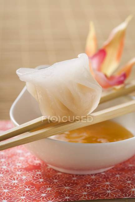 Dim sum sur baguettes sur dip — Photo de stock