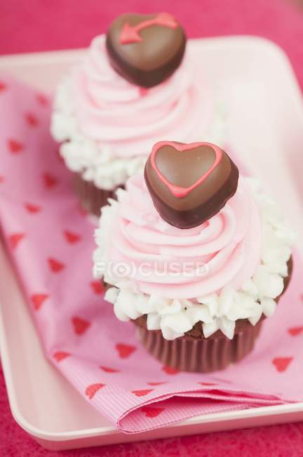 Two cupcakes for Valentines Day — Stock Photo