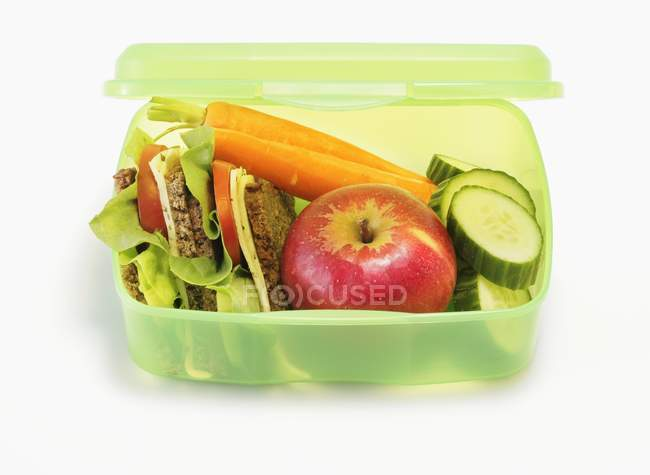 Closeup view of healthy lunch box with sandwiches, apples and vegetables — Stock Photo