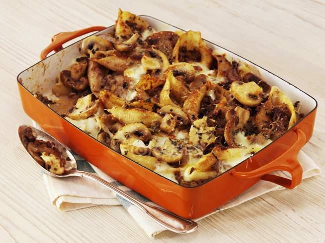 Bolos de massa com cogumelos — Fotografia de Stock