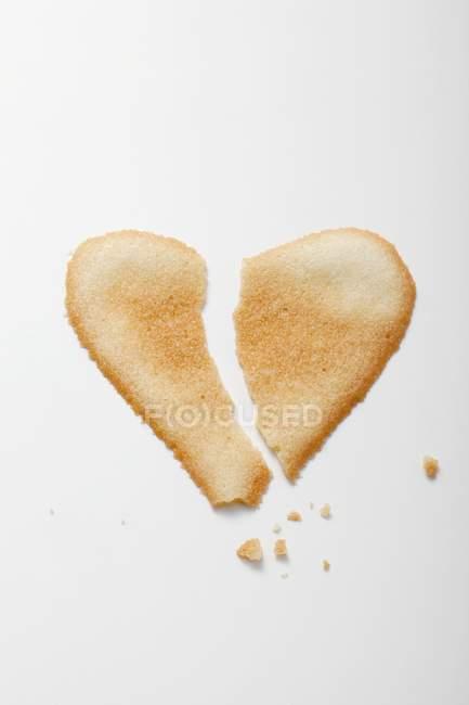 Broken heart-shaped biscuit — Stock Photo