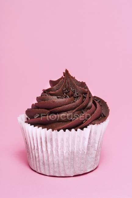 Шоколадний кекс на рожевий — стокове фото
