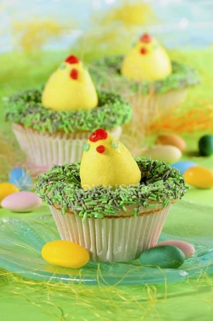 Cupcakes decorados com ovos de Páscoa — Fotografia de Stock