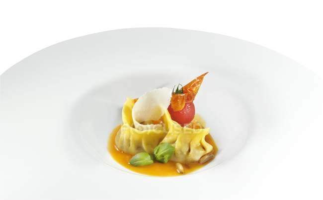 Pasta ravioli con sugo — Foto stock