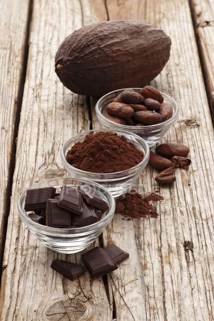 Carrés au chocolat à la poudre de cacao — Photo de stock