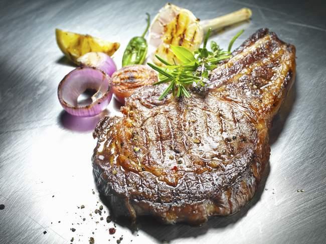 Bife grelhado — Fotografia de Stock