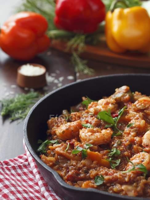 Всякая всячина рисовое блюдо с креветками — стоковое фото
