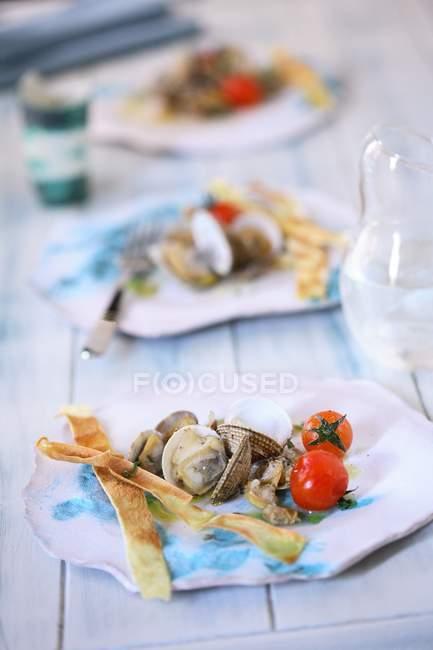 Salade de palourdes aux tomates — Photo de stock