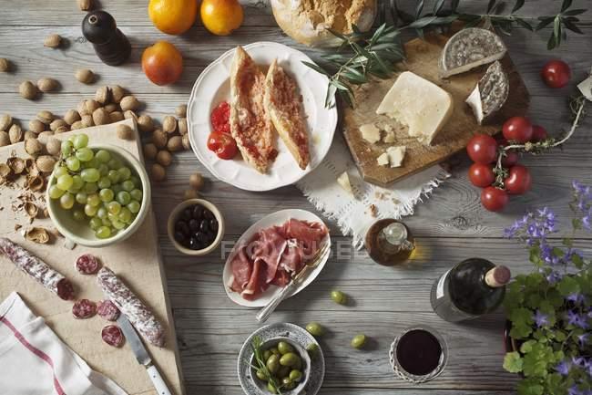 Натюрморт средиземноморских продуктов питания — стоковое фото