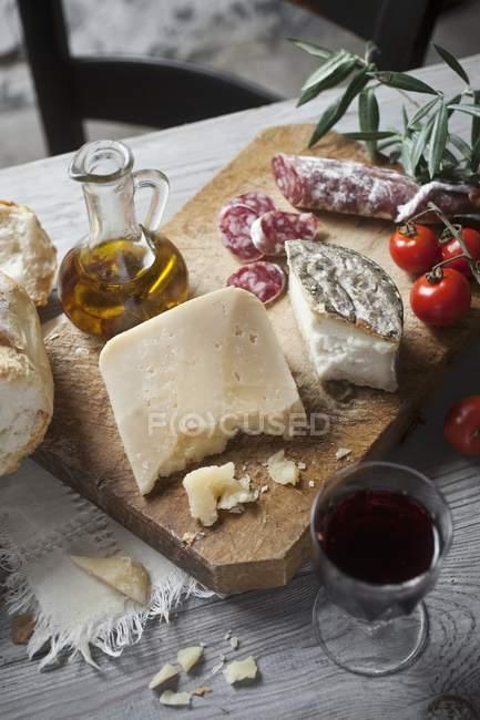 Entrée rustique de fromage — Photo de stock