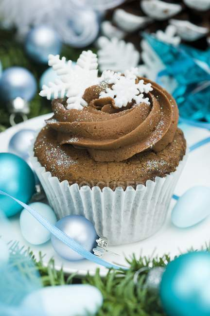 Cupcake decorated with snow flakes — Stock Photo