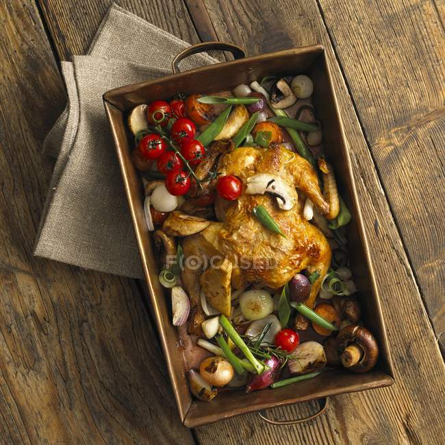 Whole chicken with roasted vegetables — Stock Photo