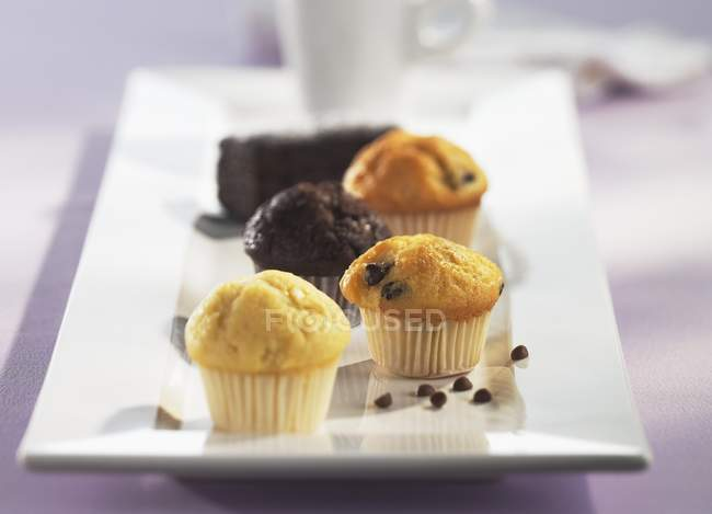 Mini-muffin su piastra — Foto stock