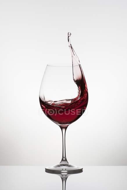 Spattering dal bicchiere di vino rosso — Foto stock