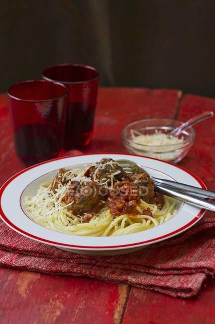 Pasta degli spaghetti con le polpette — Foto stock