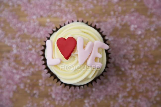 Chocolate cupcake with love word — Stock Photo