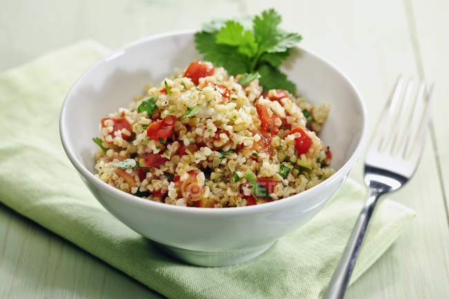 Tablouleh БУлгур помелу салат з помідорів і петрушкою — стокове фото