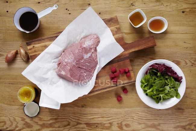 Preparar carne hervida - foto de stock