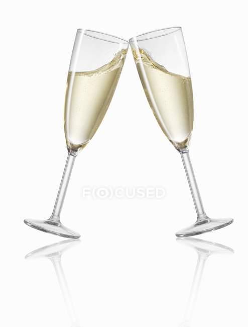 Champagnergläser klirren — Stockfoto