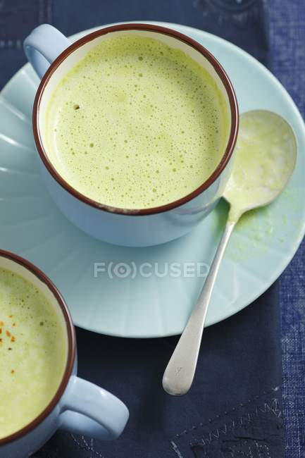 Cream of pea soup in bowl — Stock Photo