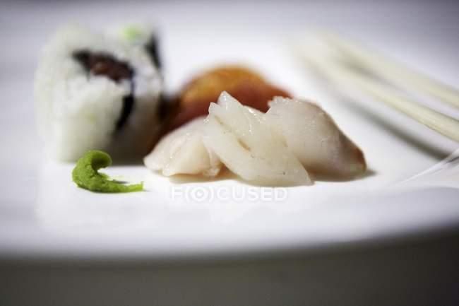 URAMAKI et nigiri sushi — Photo de stock