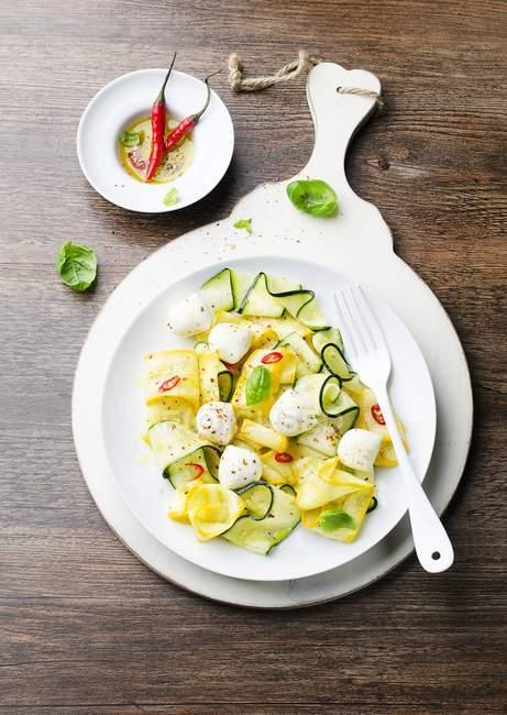 Courgette salad with mozzarella — Stock Photo