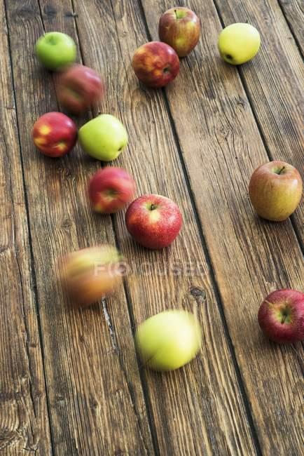 Manzanas frescas maduras - foto de stock