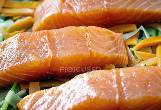 Філе лосося на Кабачково — стокове фото