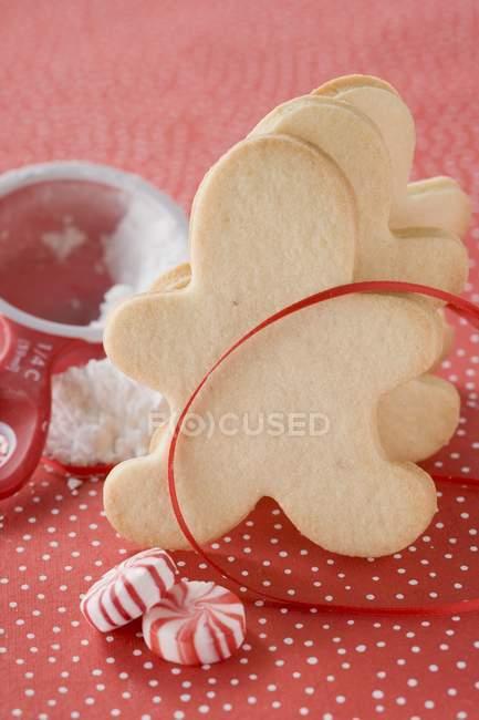 Peppermints e biscoitos de Natal — Fotografia de Stock