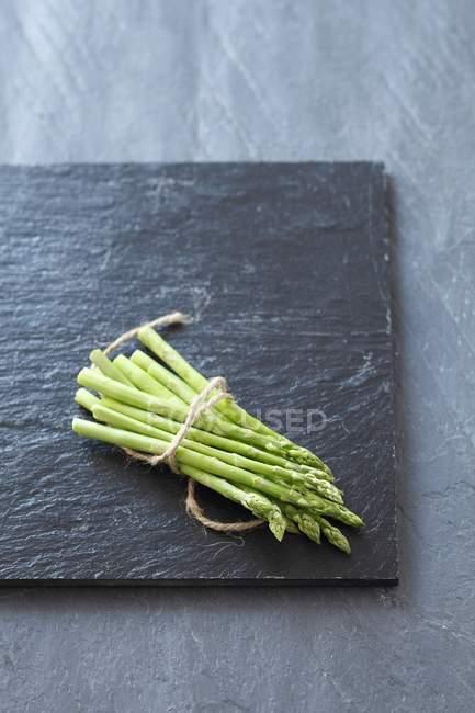 Frischer, grüner spargel — Stockfoto