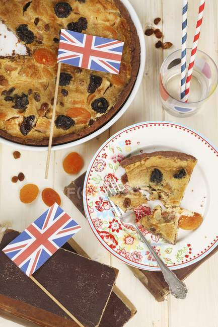 Top view of a dried fruit tart decorated with British flags — Stock Photo