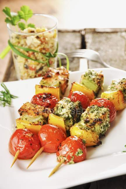 Salmon and vegetable skewers — Stock Photo