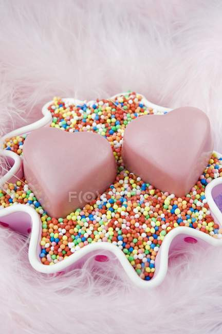 Coeur d'amour en forme de chocolats — Photo de stock