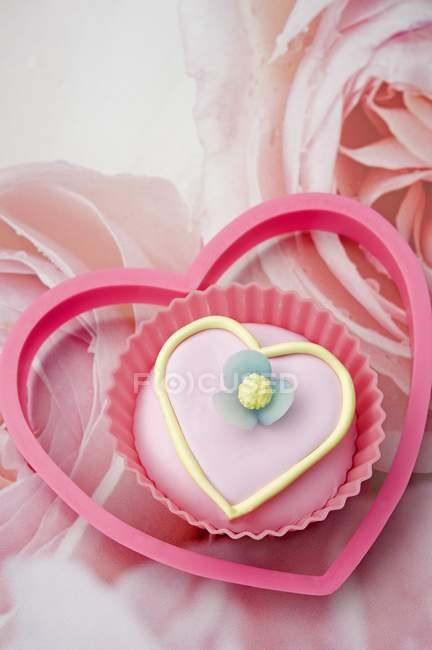 Love heart shaped cupcake — Stock Photo