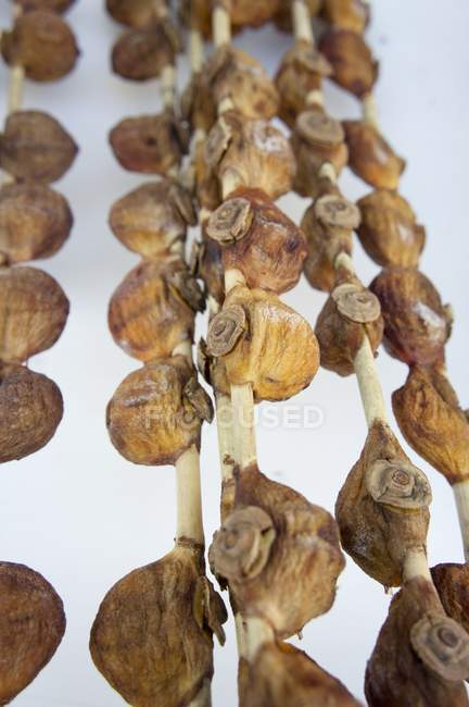 Closeup view of dried Japanese persimmons on sticks — Stock Photo